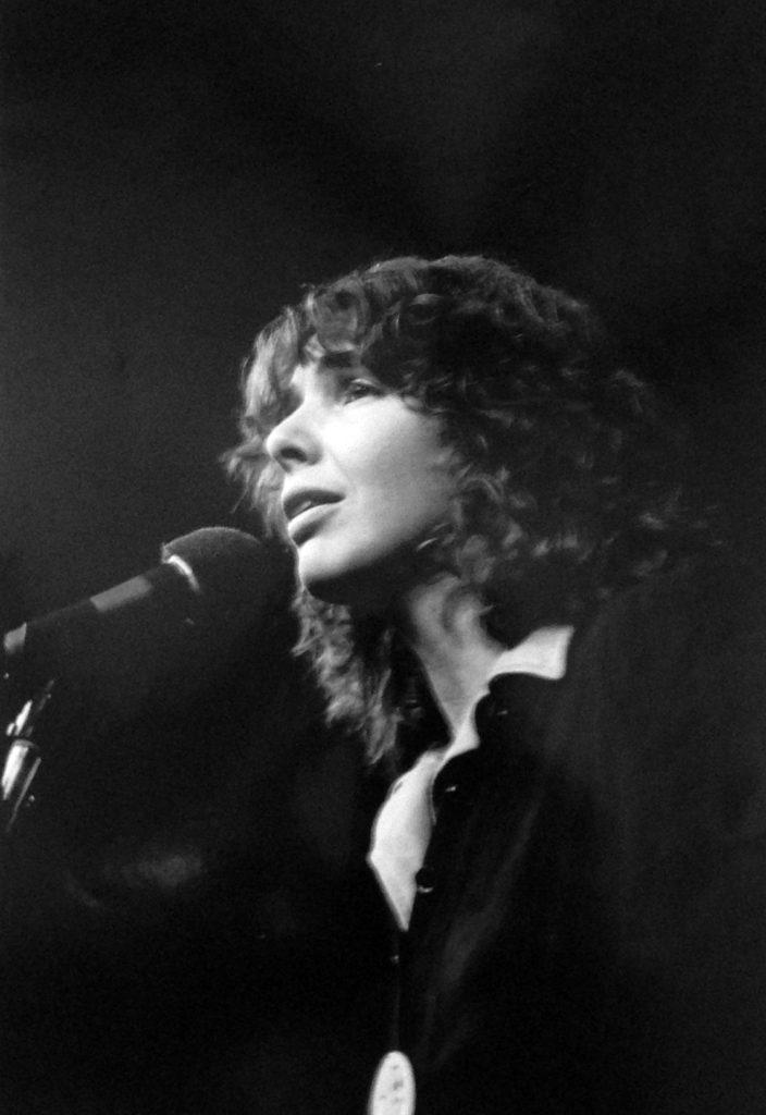 Ann Mortifee performs
